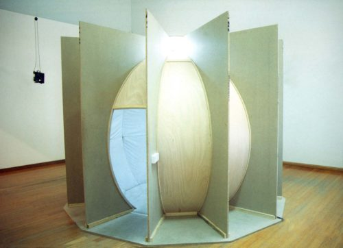 wooden structure for a round space